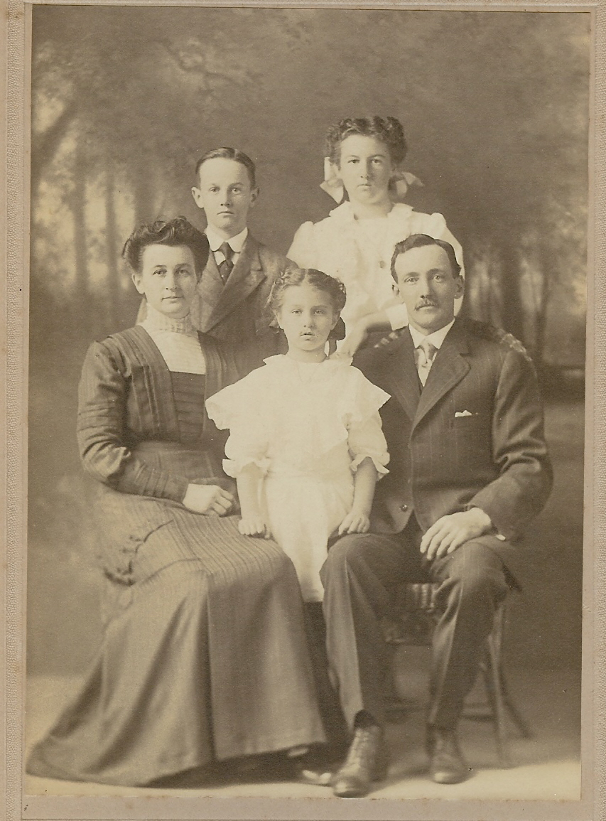 H.P. and Nettie Berry Family Portrait, 1910